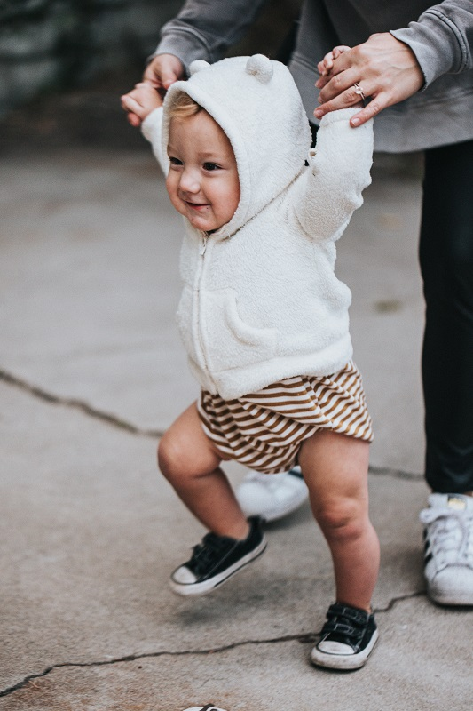איך ללמד תינוק ללכת