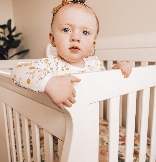 תינוק בעריסה